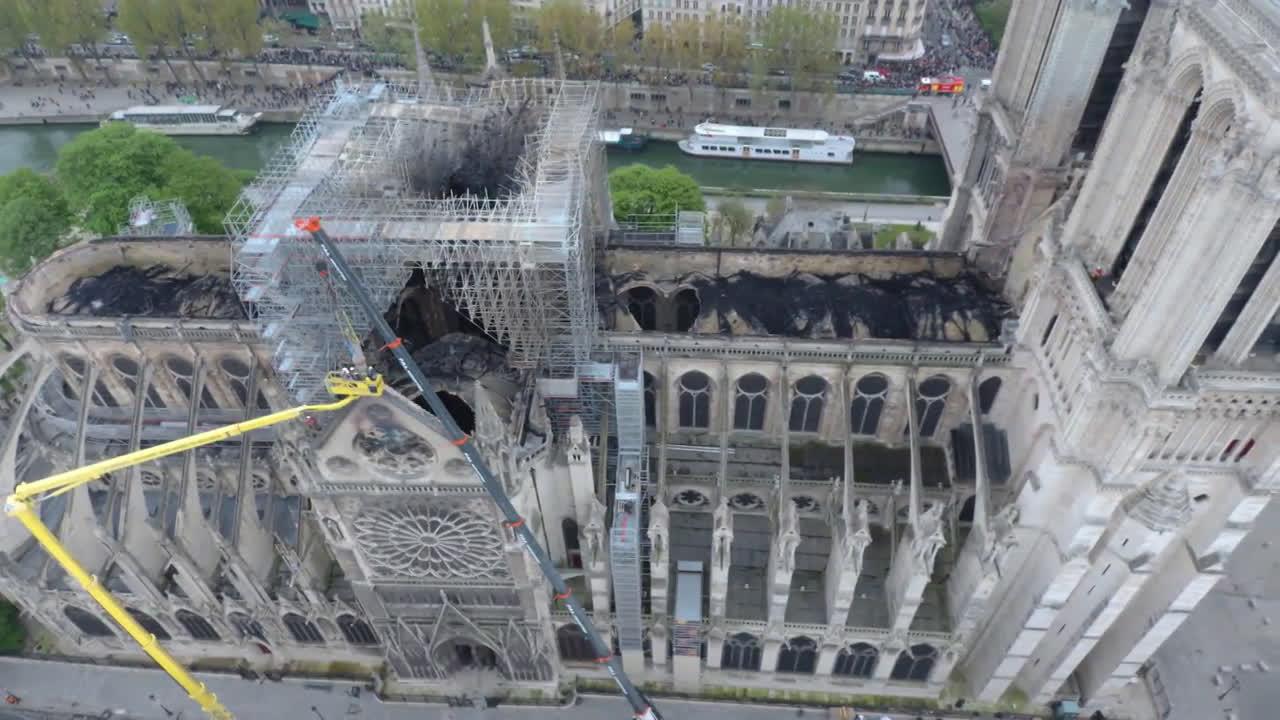 Вижте какви са щетите след пожара в Нотр Дам