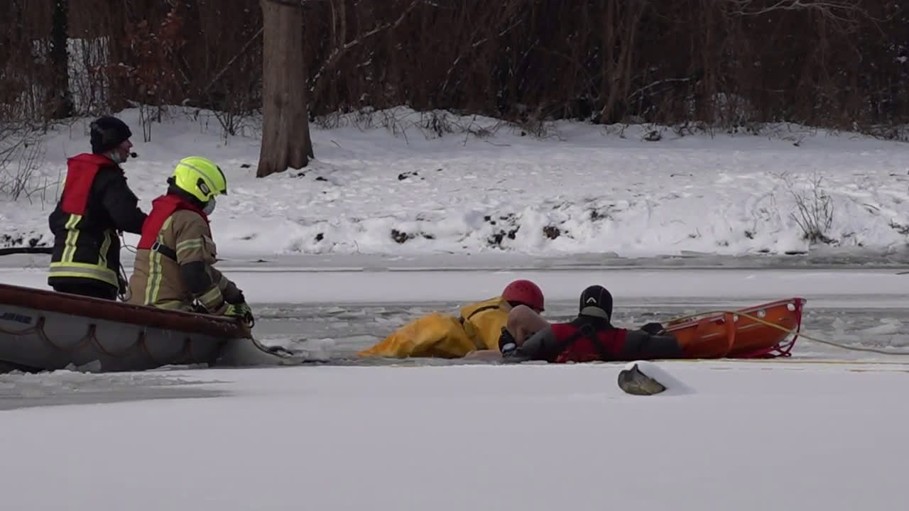 Germany: Fire brigade rescues bather trapped under frozen pond for over 2 hours in Berlin park