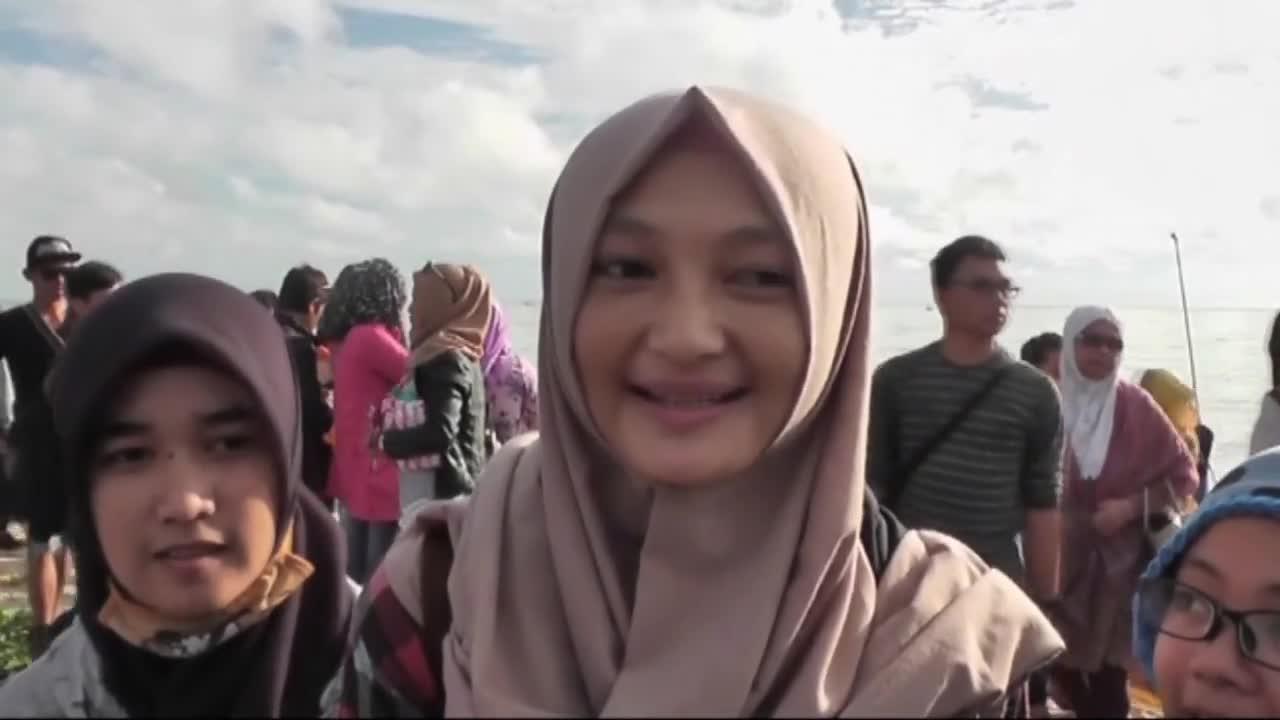 Индонезия: Хиляди наблюдаваха пълното слънчево затъмнение