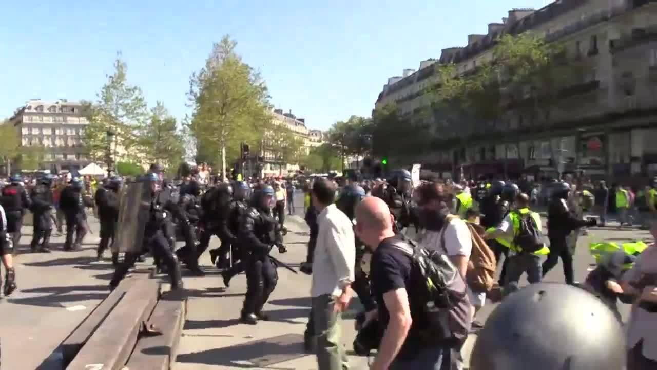 Франция: Насилието на жълтите жилетки ескалира на протеста