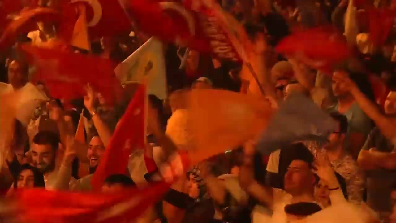 Turkey: Erdogan supporters in Istanbul celebrate electoral 'victory'