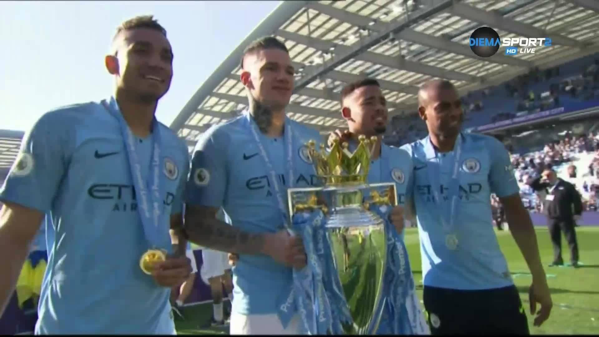 Награждаването на Манчестър Сити с трофея в Англия