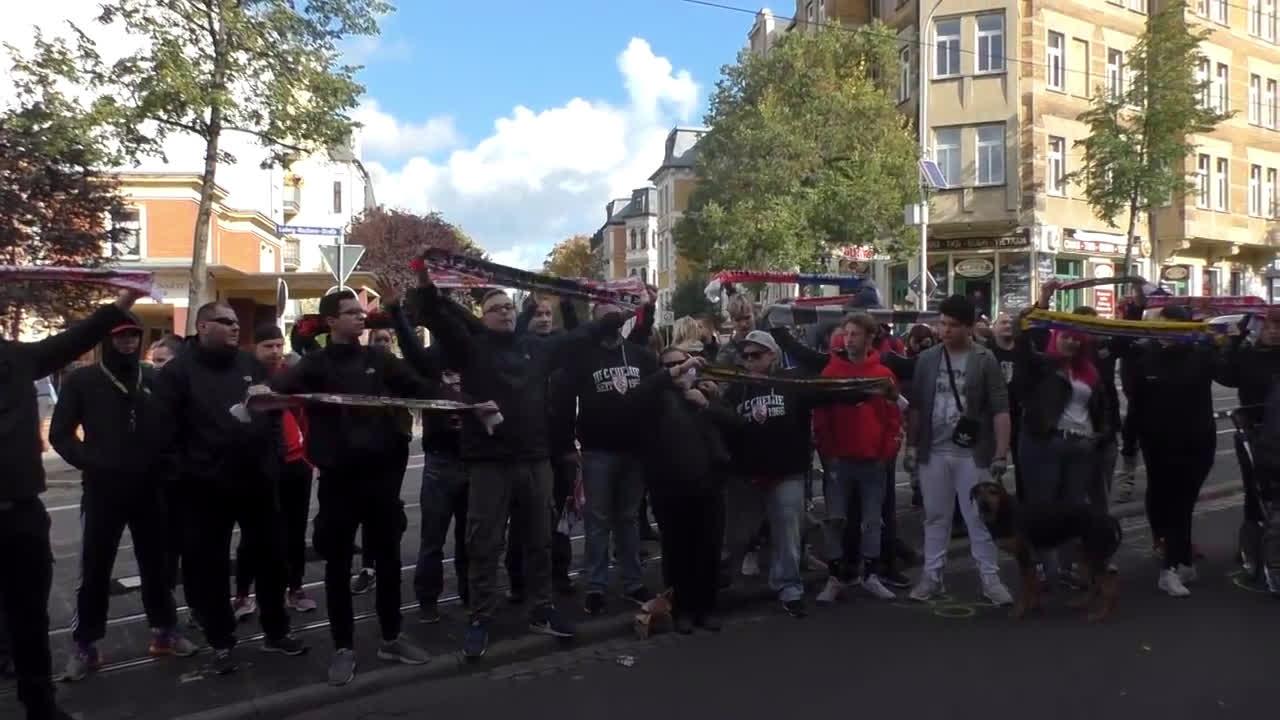 Germany: Football fans hold vigil for Halle shooting victim at kebab shop