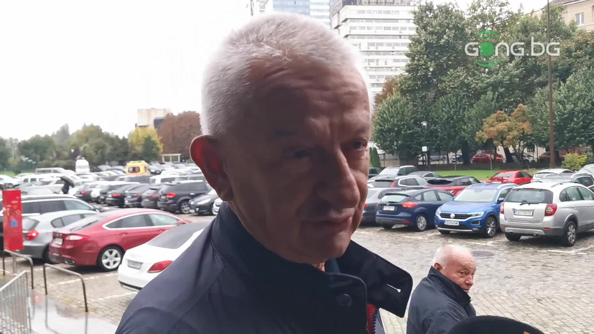Крушарски: Имам питания към кандидатите, след което ще гласувам