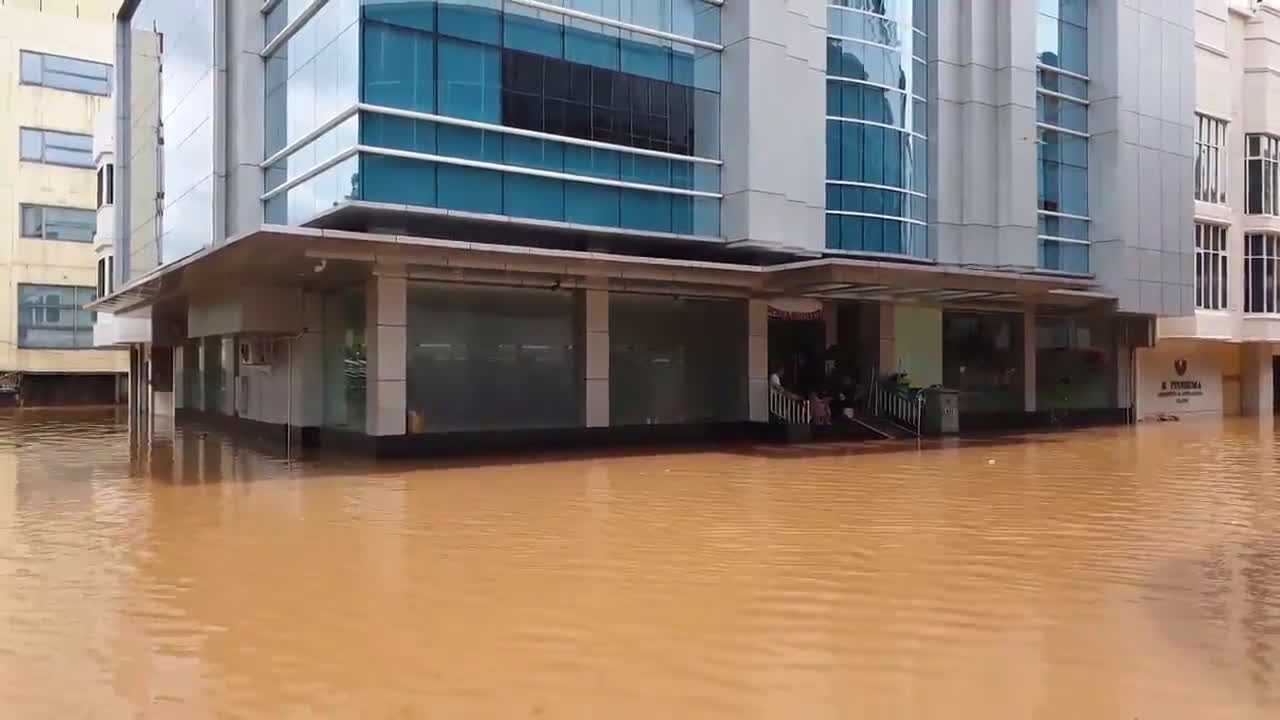Indonesia: 23 killed in ongoing Jakarta flooding
