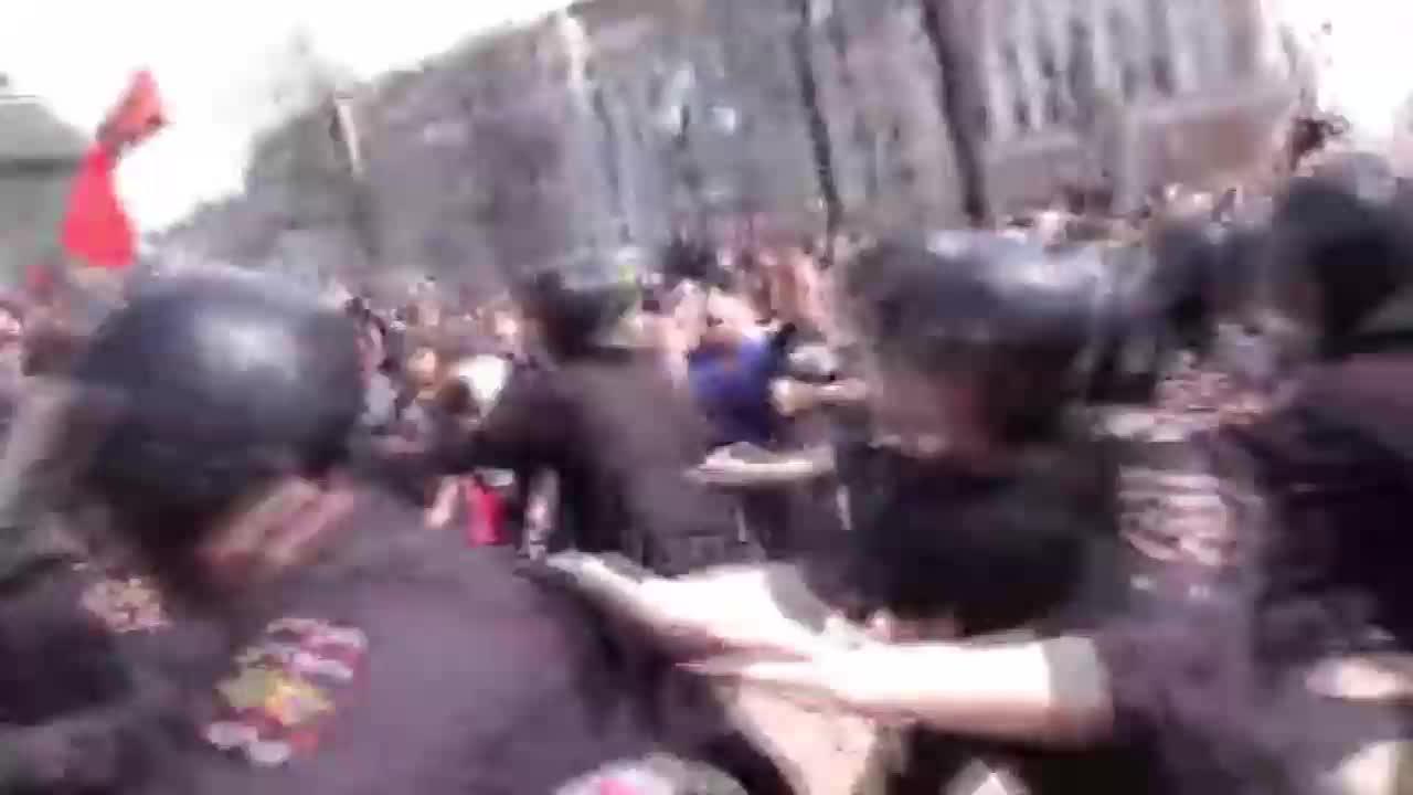 Хиляди арестувани на антиправителствени протести в Русия
