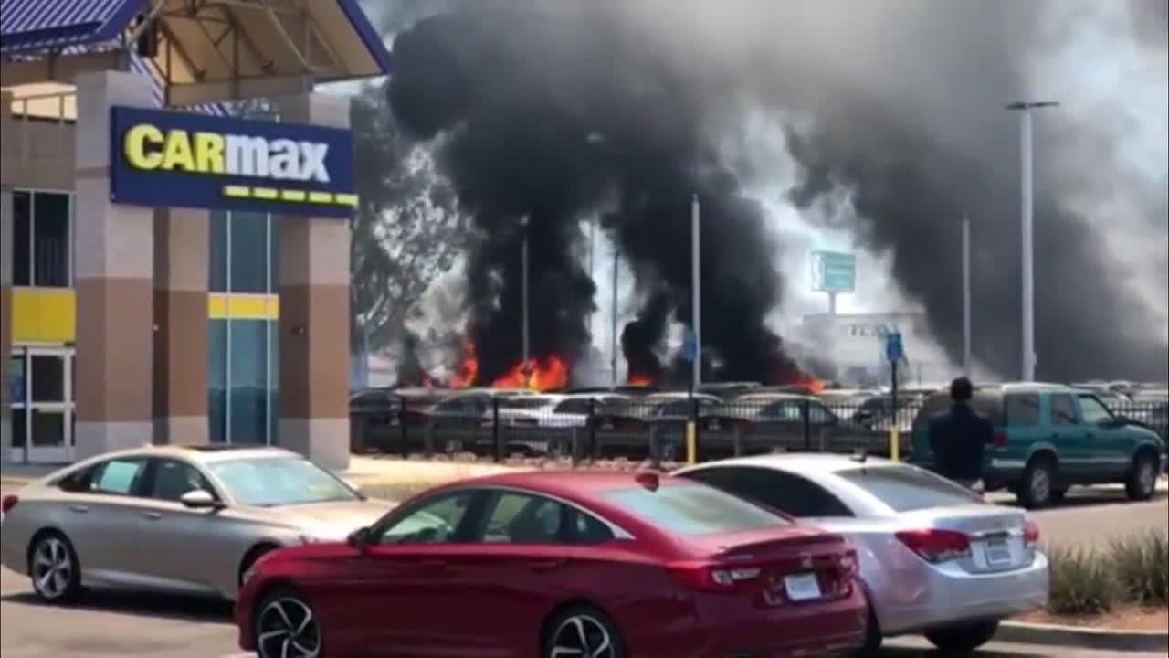 USA: Blaze at car dealership damages 86 vehicles