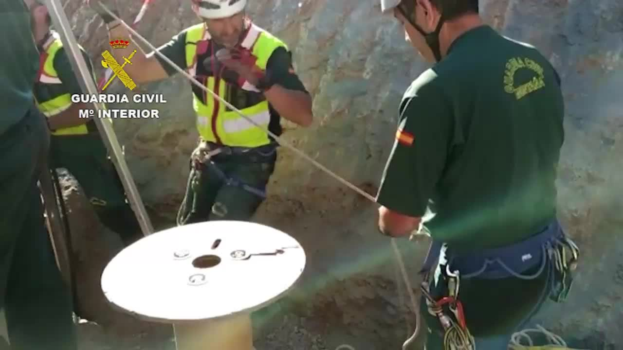 Spain: Rescue efforts underway after 2 year old falls into 110m borehole