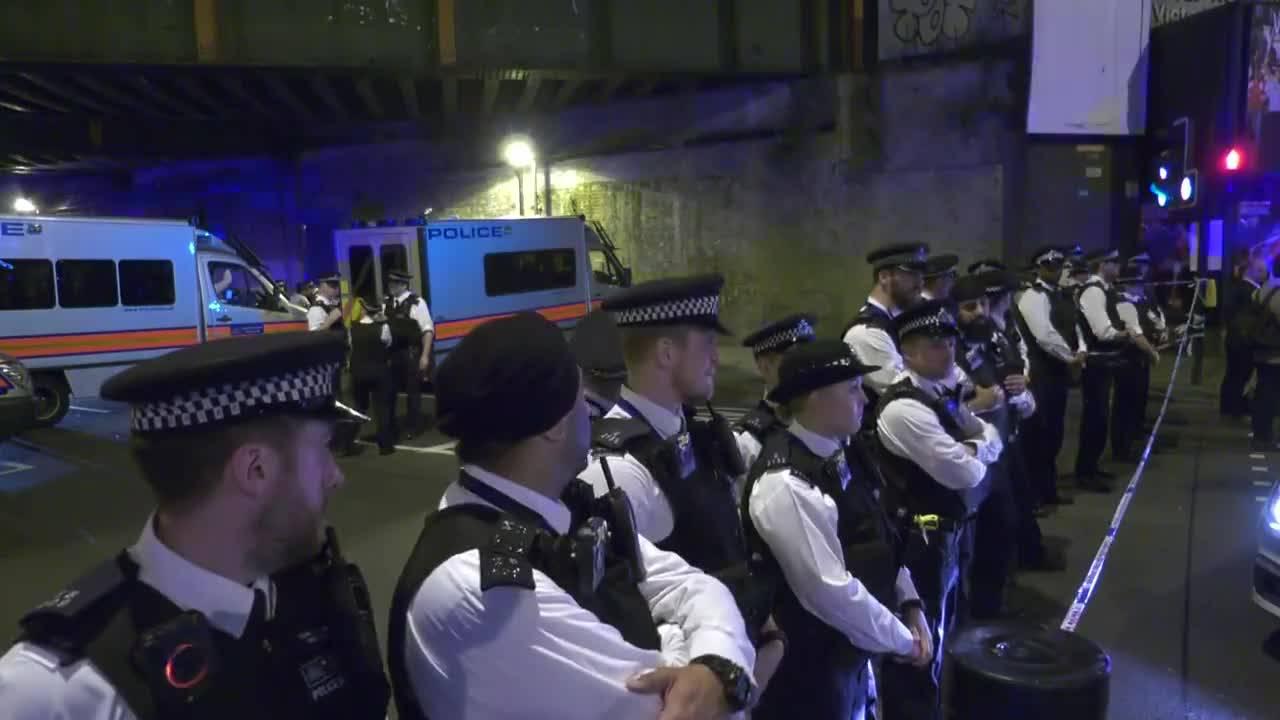Бус се вряза в мюсюлмани в Лондон