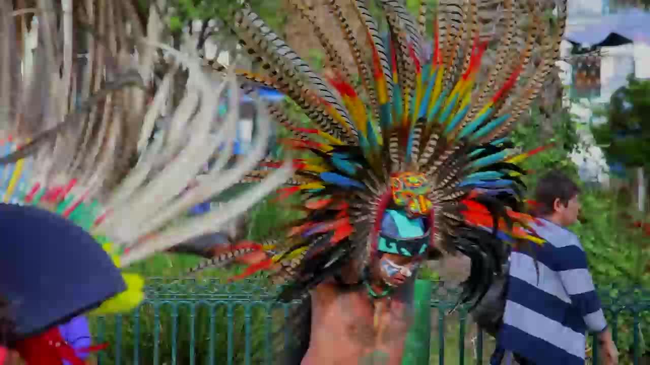 """Конкестадорите донасят вярванията си в Мексико (""""Без багаж"""" еп.153 трейлър)."""