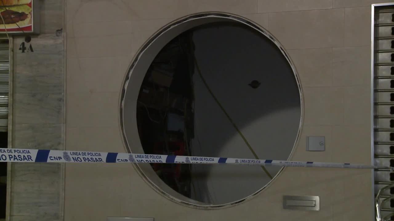 Spain: Debris strewn outside restaurant after gas cylinder explosion