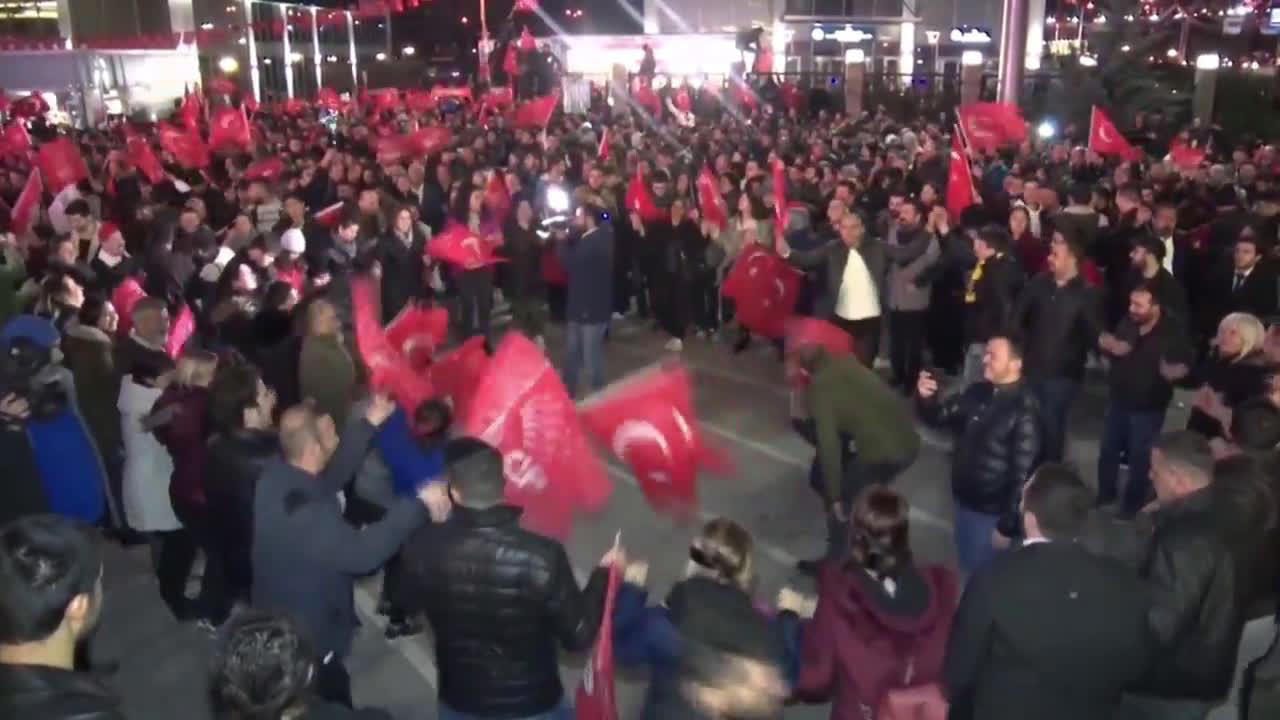 Turkey: Opposition supporters celebrate Ankara election win