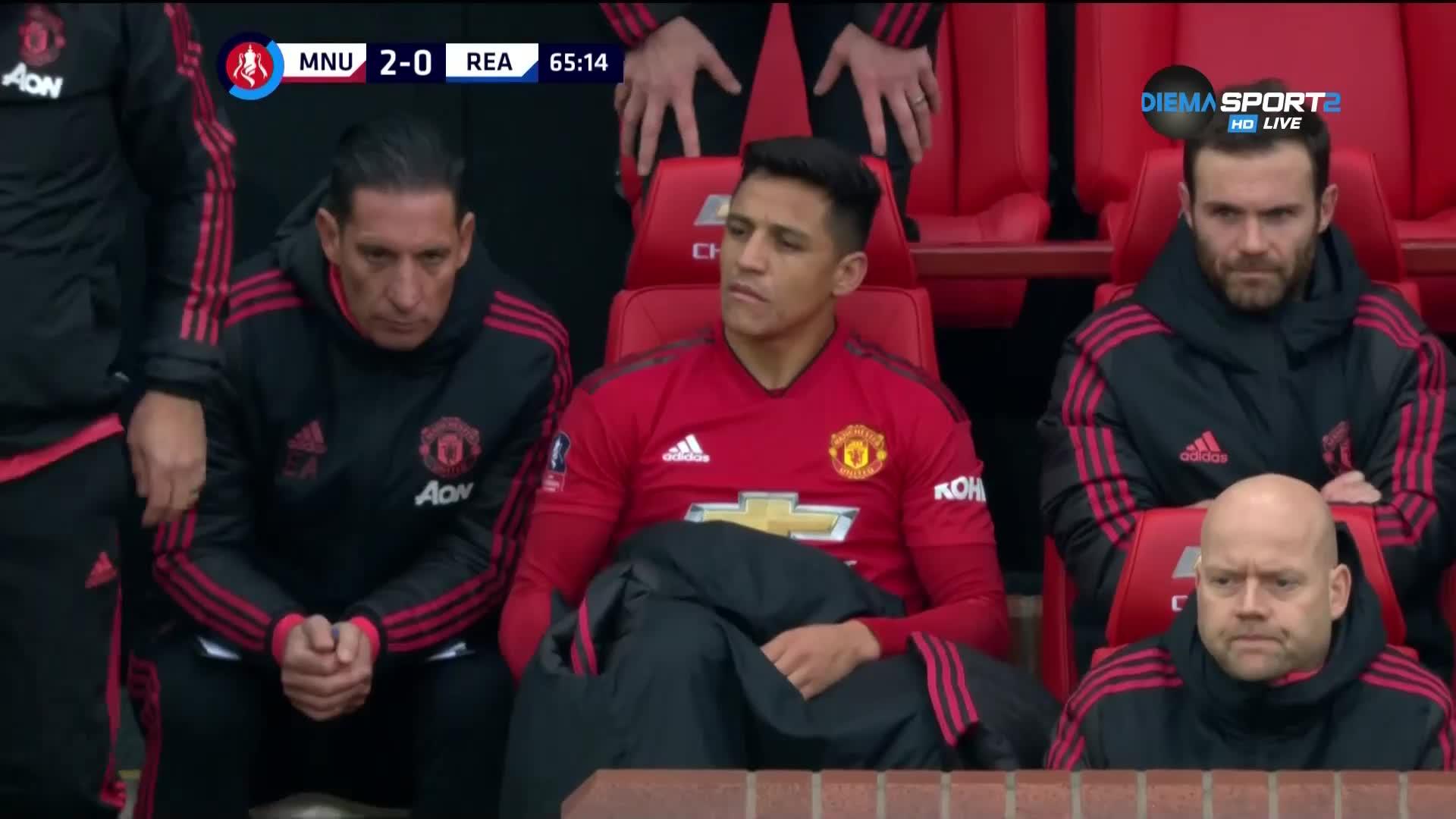 Санчес, така става като седнеш на мястото на треньора...