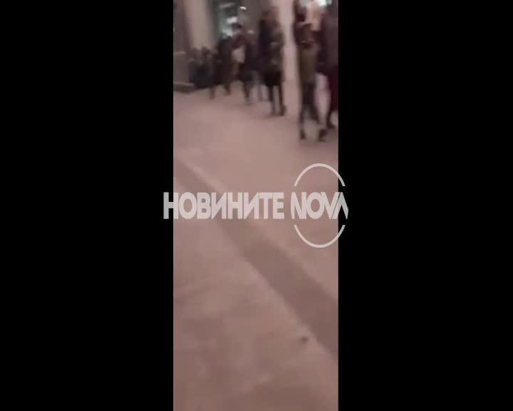 Спряха товарен влак с бежанци в София