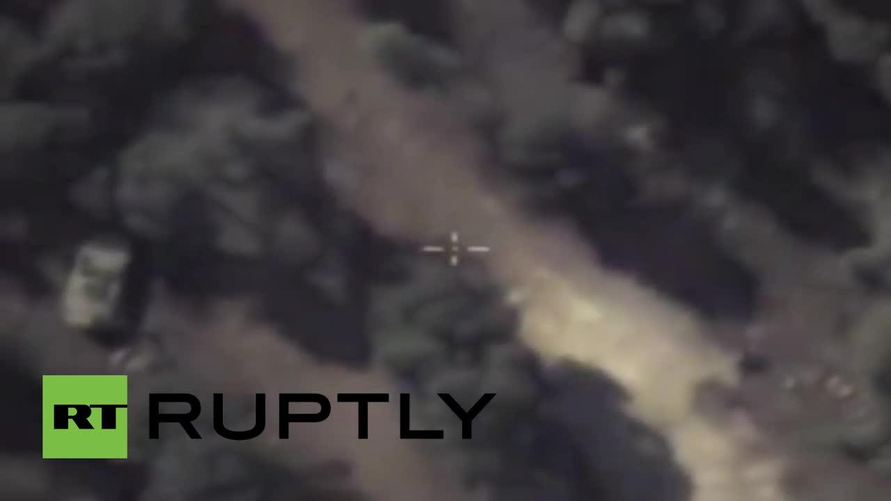 Сирия: Руски въздушни кадри показват коли на IS в ненаселени местности