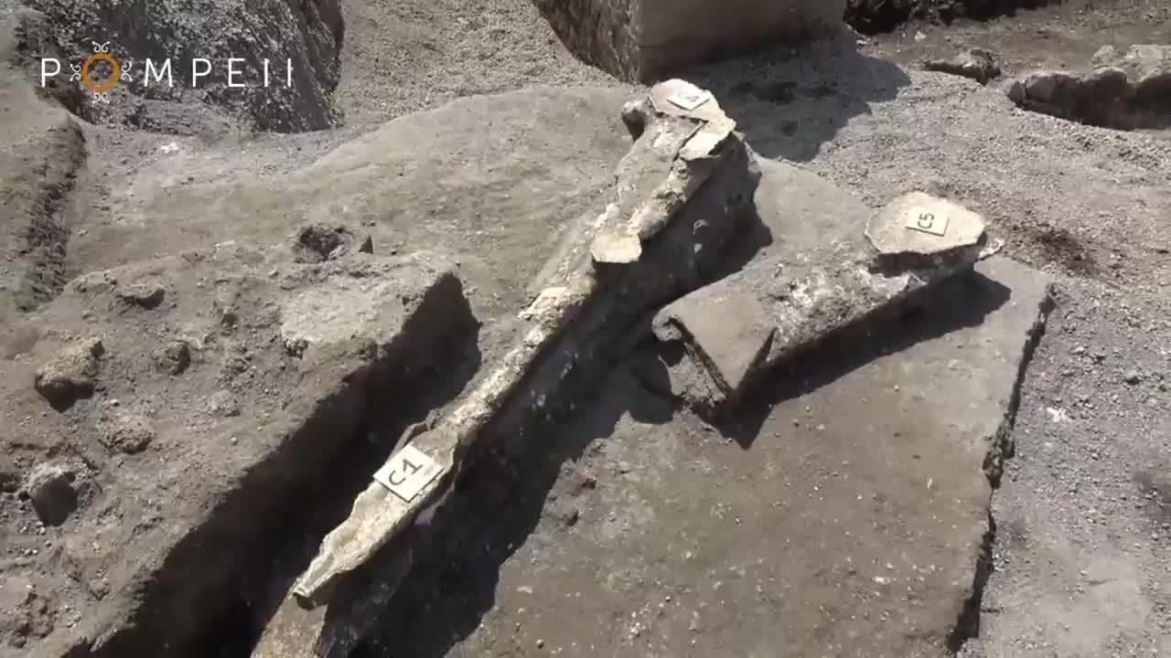 Skeleton of man fleeing Vesuvius eruption found in Pompeii