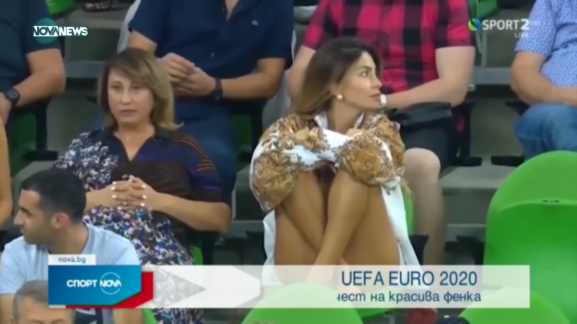 Коментатор запя в ефир заради красива фенка на трибуните