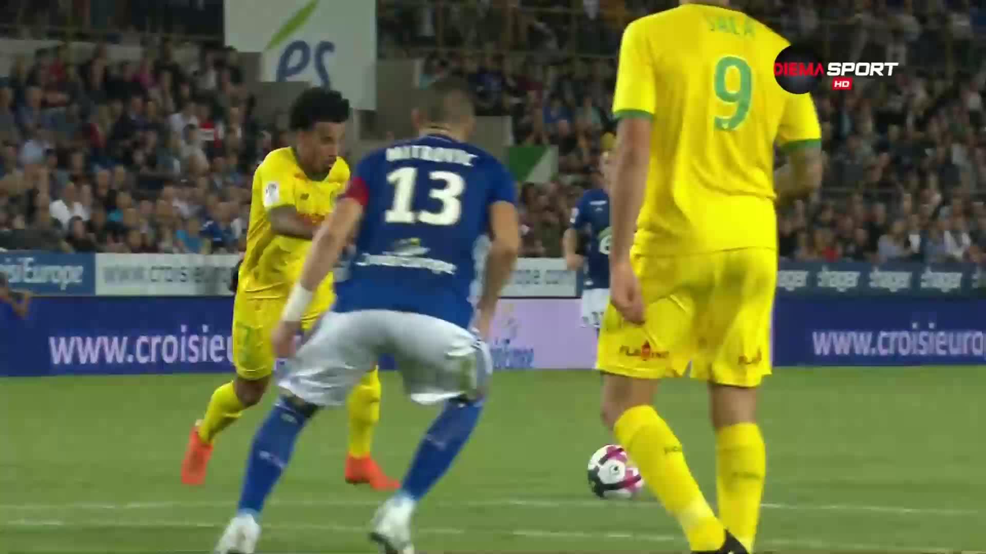 ВАР обърка конците на мач във Франция