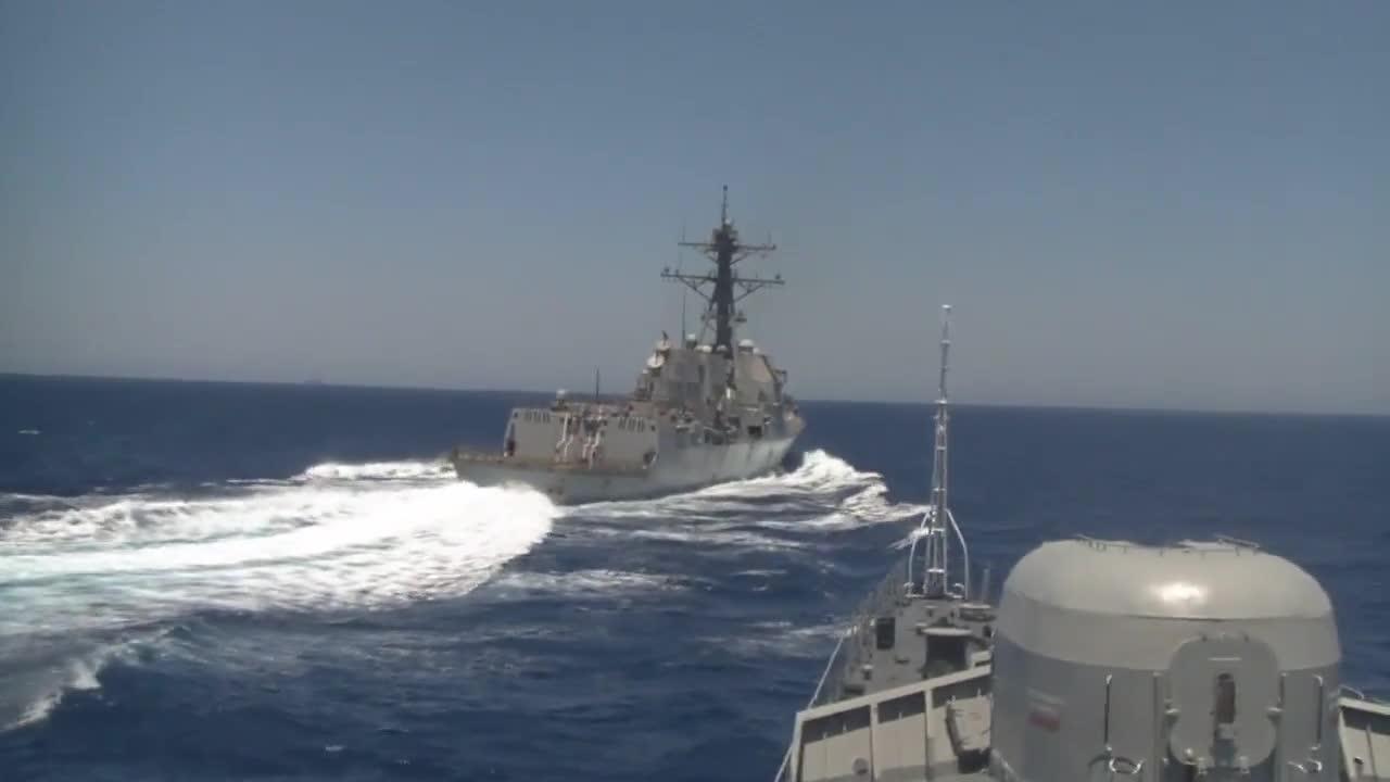 Средиземно море: Американски разрушител се приближи до руска фрегата