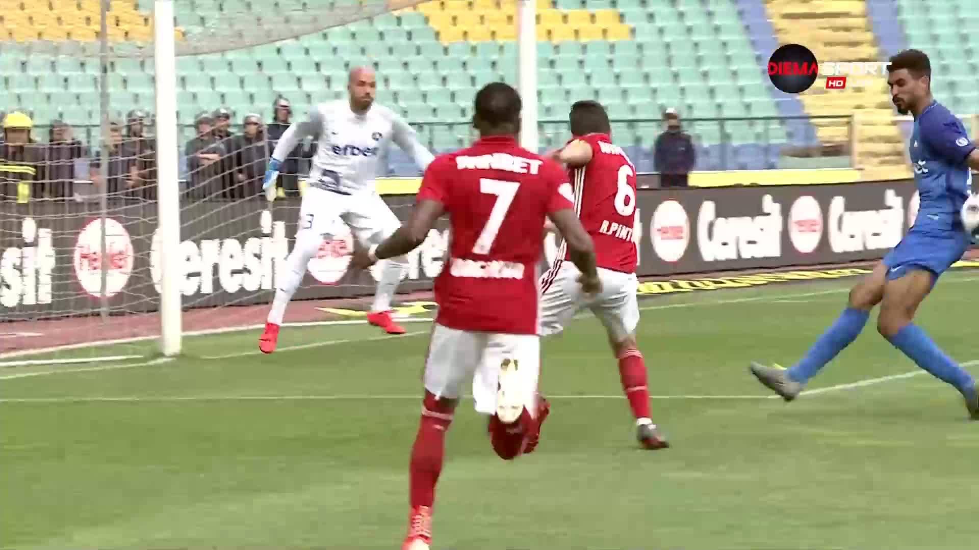 Имаше ли дузпа за ЦСКА срещу Левски?