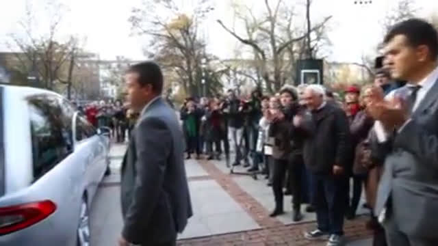 Изпратиха големия Стефан Данаилов със сълзи в очите и аплодисменти (ВИДЕО+СНИМКИ)