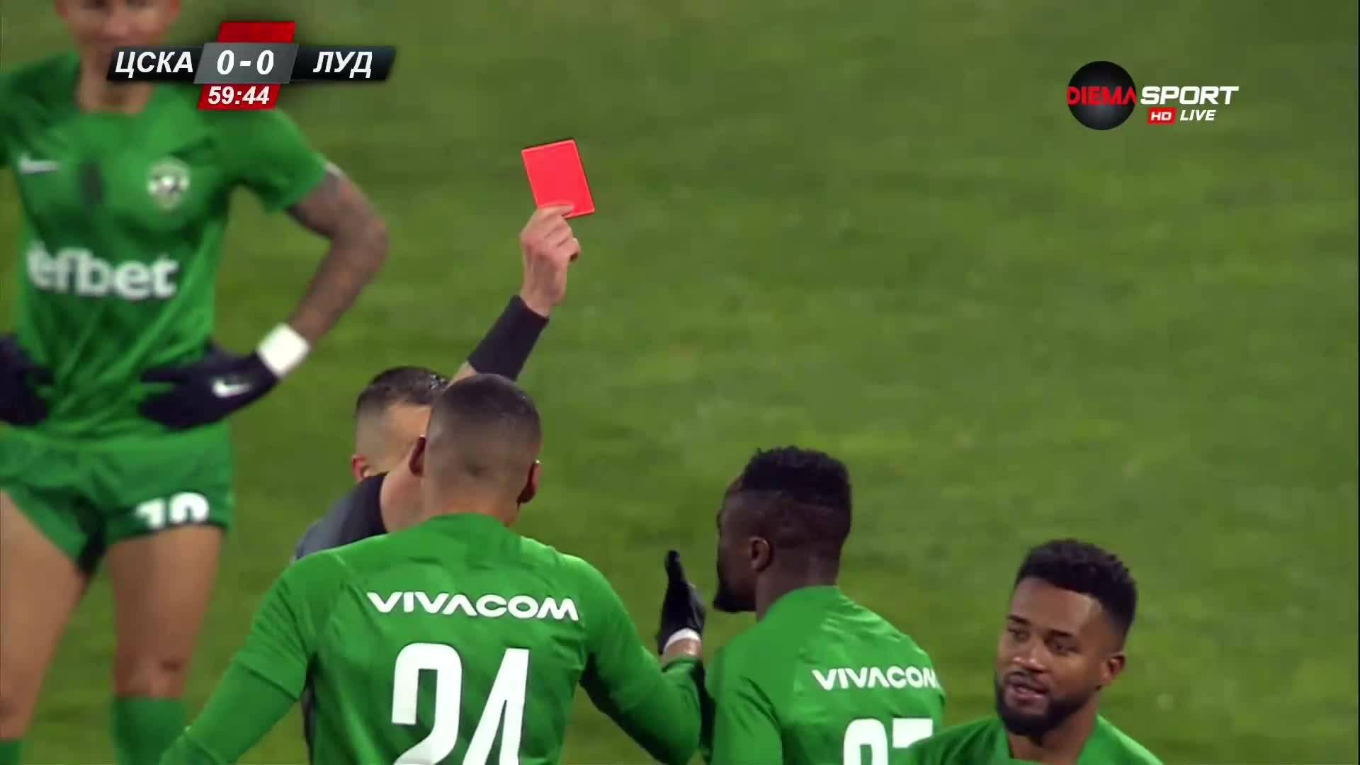 Лудогорец остана с човек по-малко срещу ЦСКА