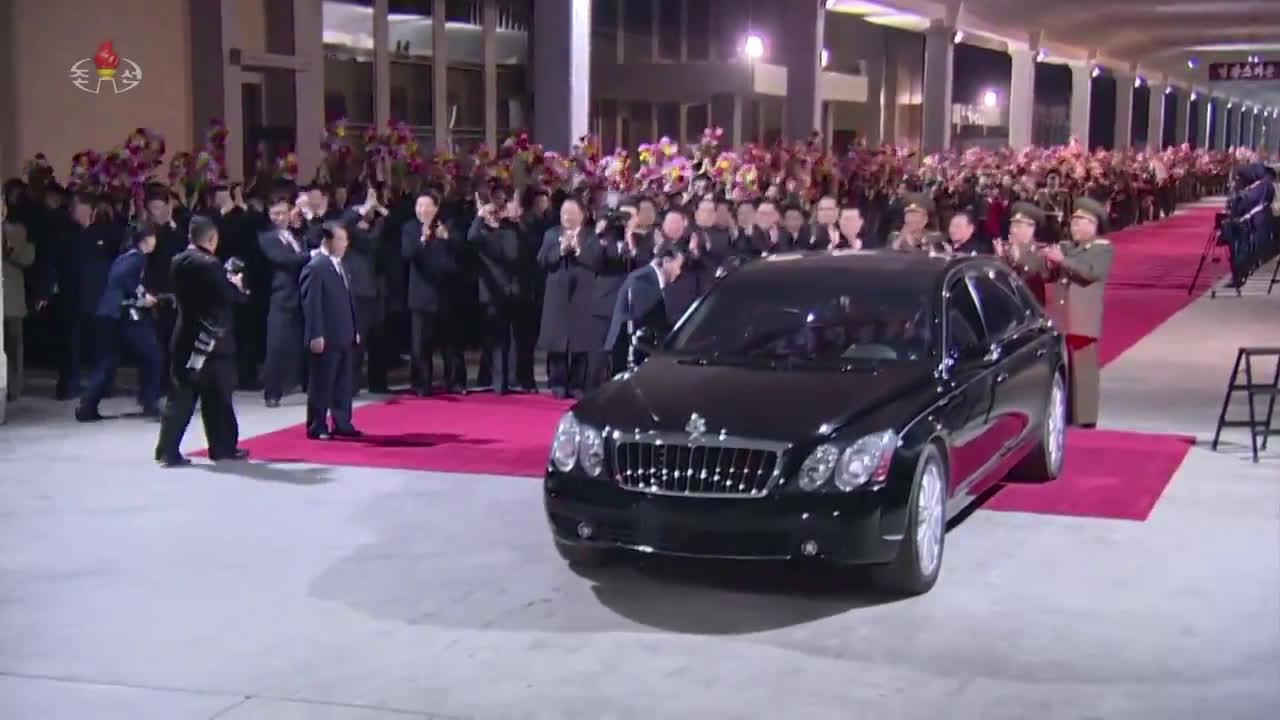 North Korea: Kim Jong-un welcomed back to Pyongyang after Vladivostok Summit