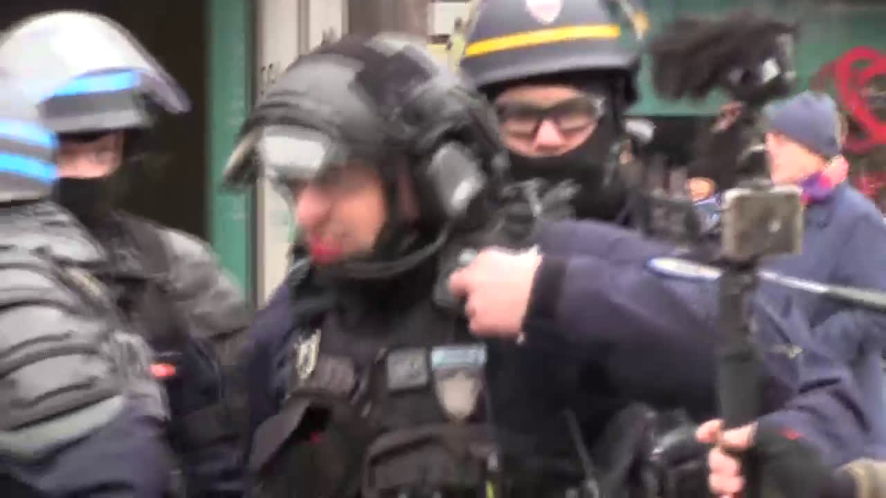 France: Clashes, injuries and dancing dragons in 13th Yellow Vests outing