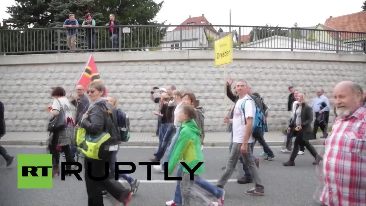 Германия: Анти-бежански протест привлече 3000 души на немско-чешката граница