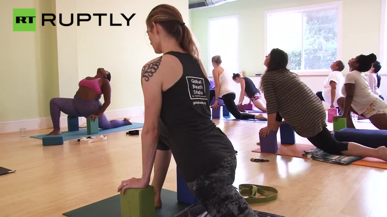 Plus Size Yoga Teacher Cuts Skinny Stereotype Down to Size