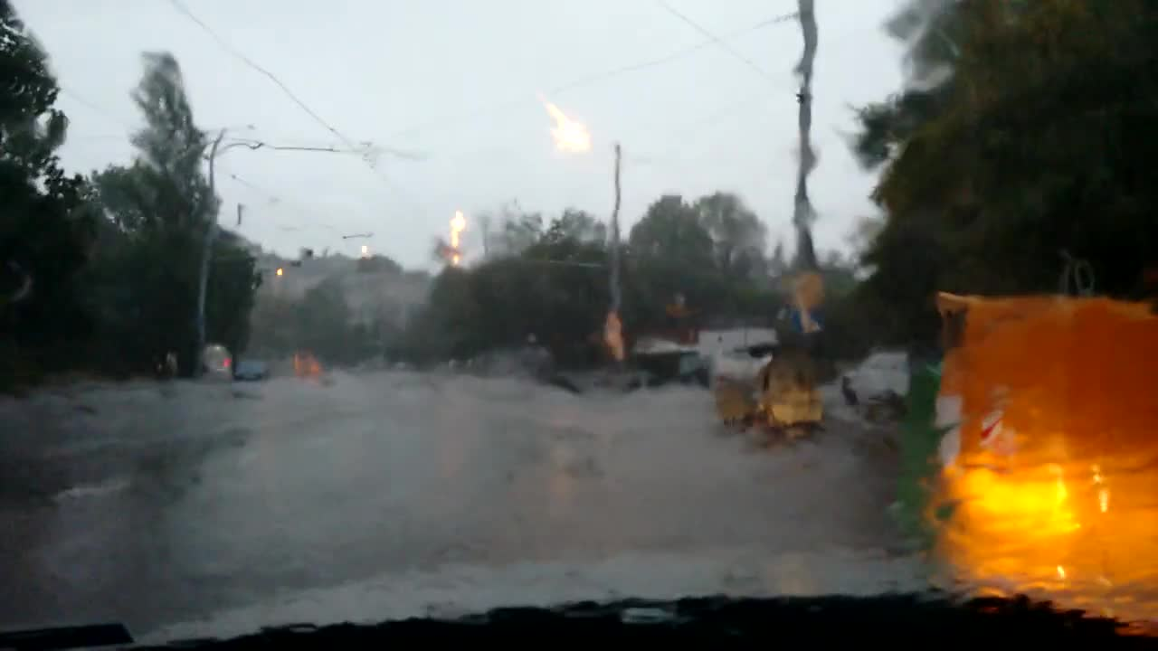 Сутрешна буря в София, 17 август