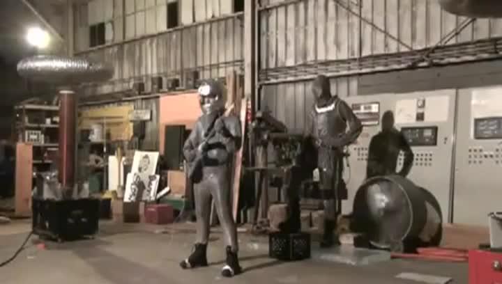 Експеримент на Тесла с един милион волта ток и свирене на електрическа китара!