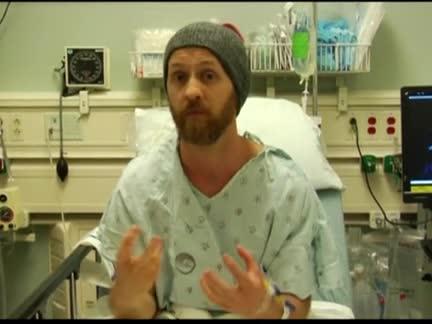Пациент свири на китара по време на мозъчна операция