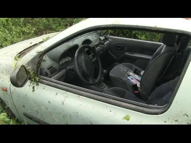 Проливният дъжд в Русе изпрати кола в тютюнева нива