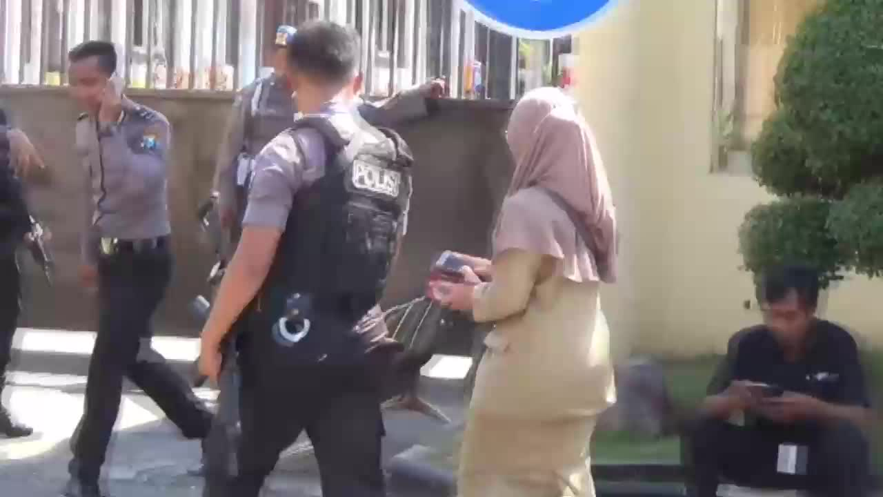 Indonesia: At least 10 killed in bomb attack against Surabaya police HQ