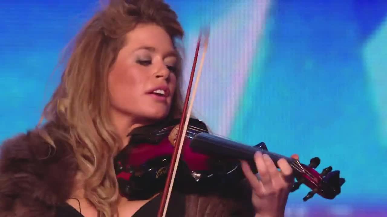 Цигуларка изуми журито и вдигна публиката на крака - Великобритания търси талант