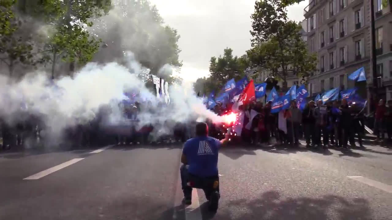 France: Thousands of police join 'anger march' over working conditions, suicides in Paris