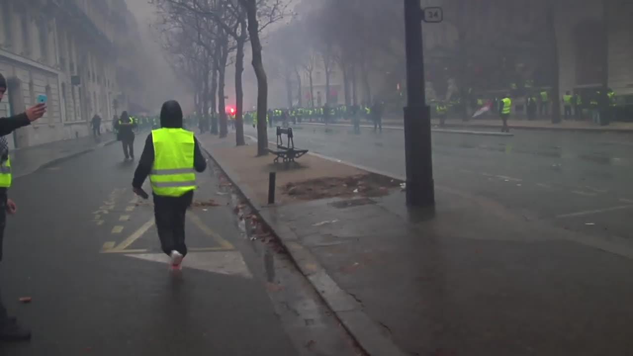 Франция: Огън по улиците на протеста срещу горивата