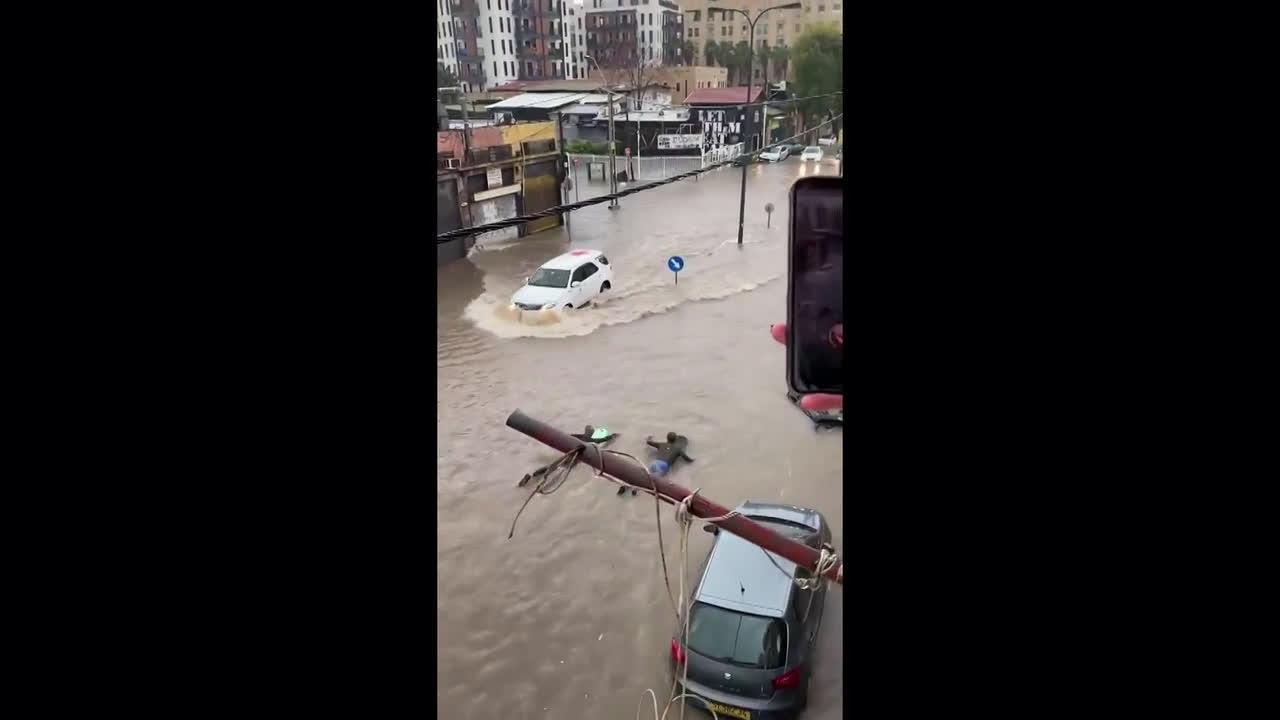 Israel: Tel Aviv flooded in heavy torrential rainfall