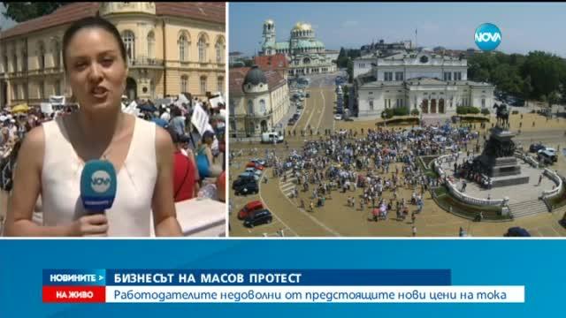 """Стотици казват край на кражбите и """"не"""" на реформите пред МС"""