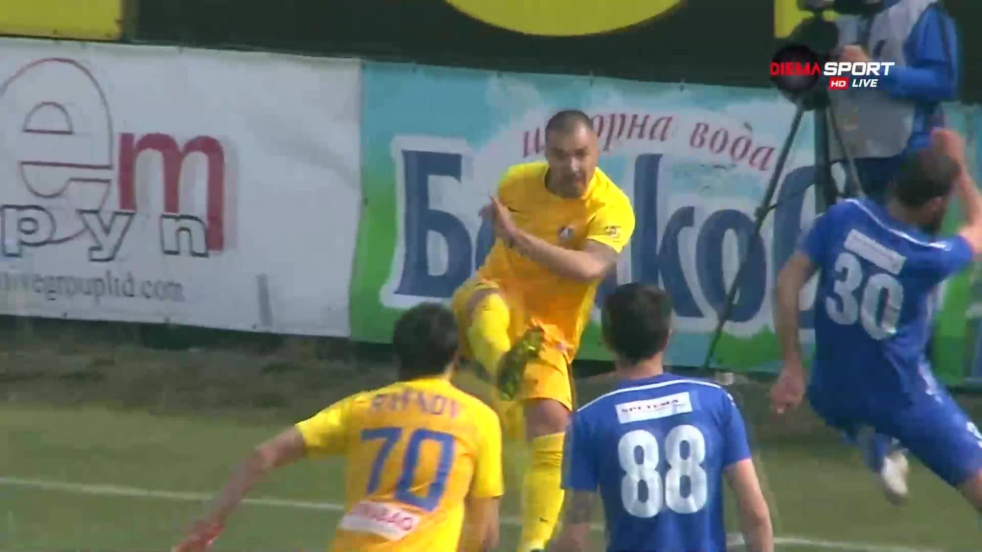 Втора дузпа за Левски и червен картон за играч на Верея