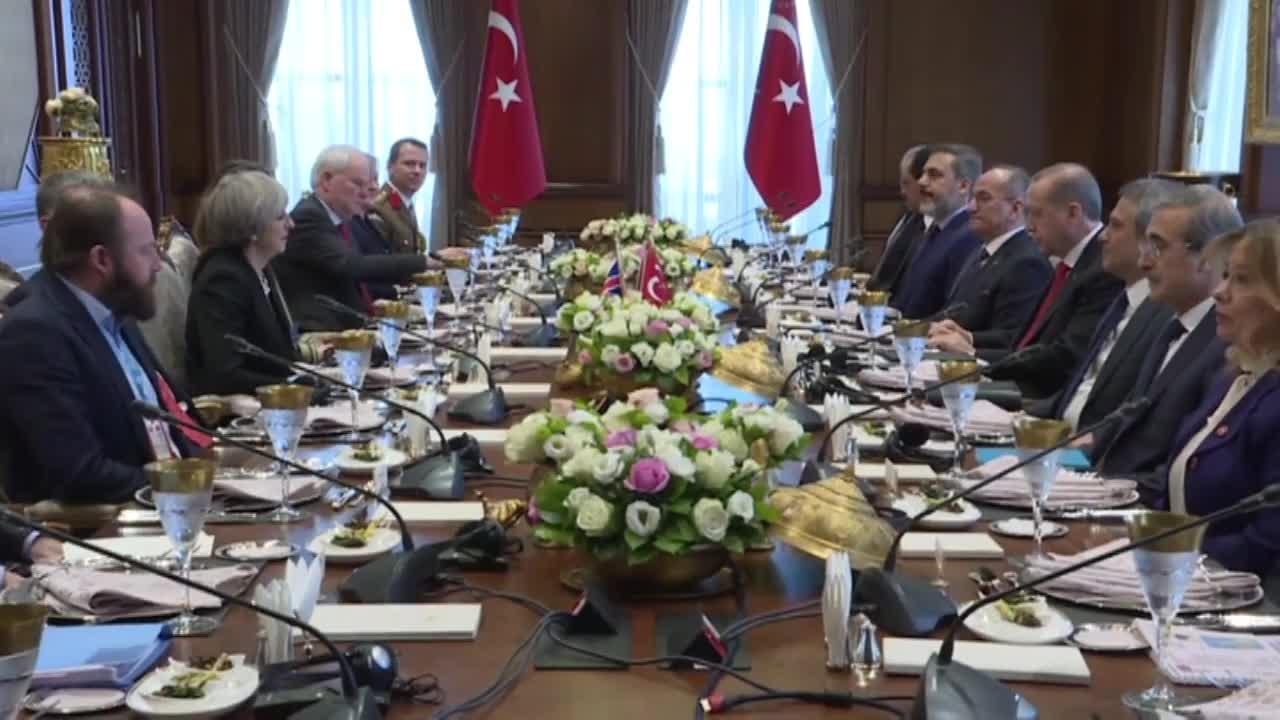 Тереза Мей скрепи отношенията с Ердоган