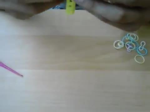 Как се правят гривни от ластичета?