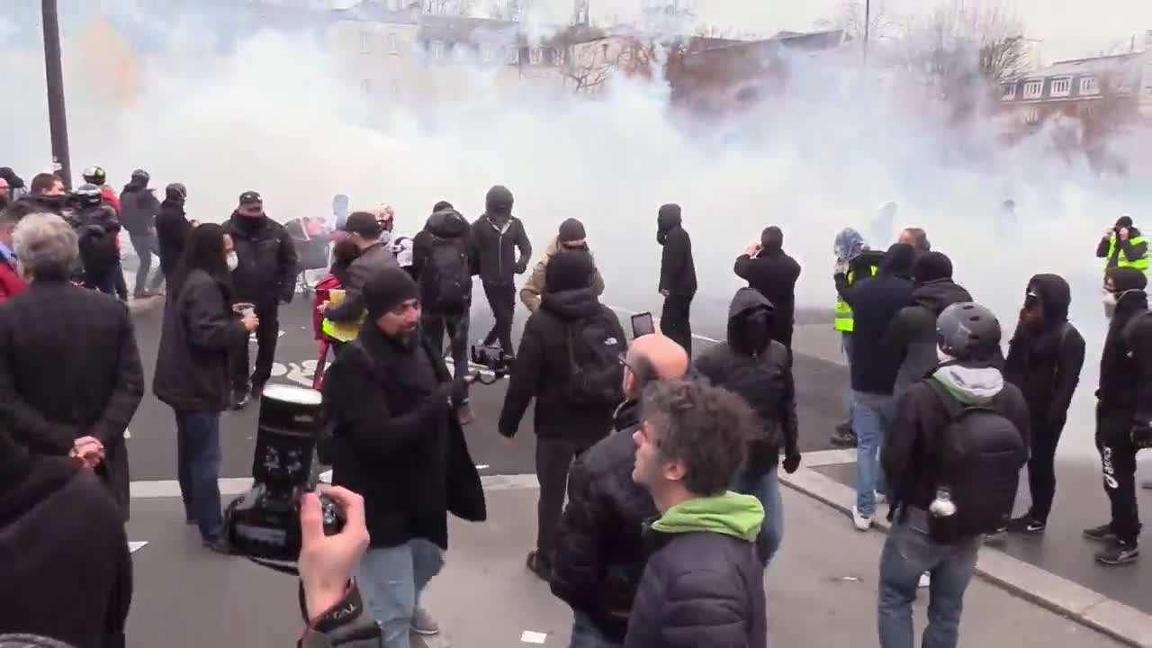 France: Tear gas used in standoff between police and protesters at Paris train station