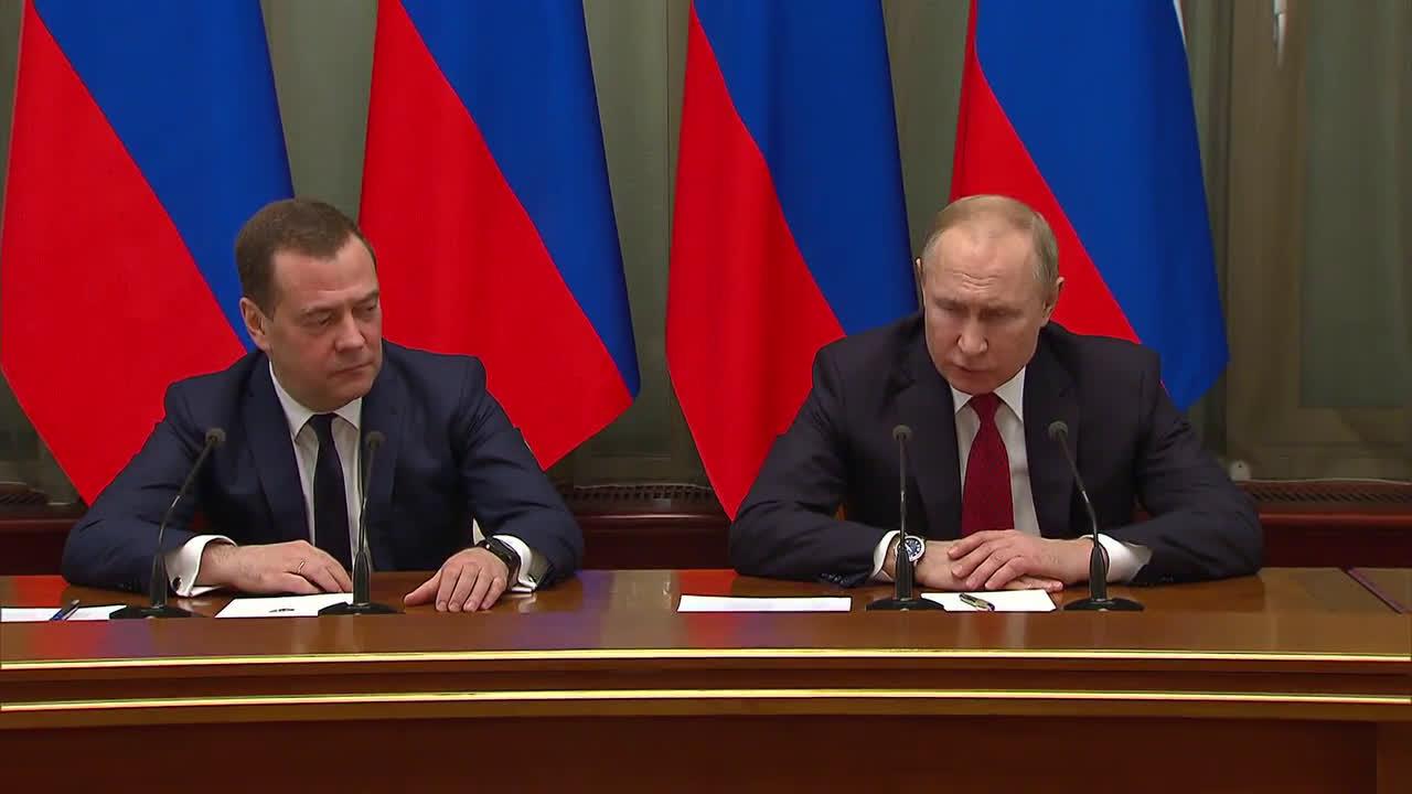 Russia: PM Medvedev announces resignation of government
