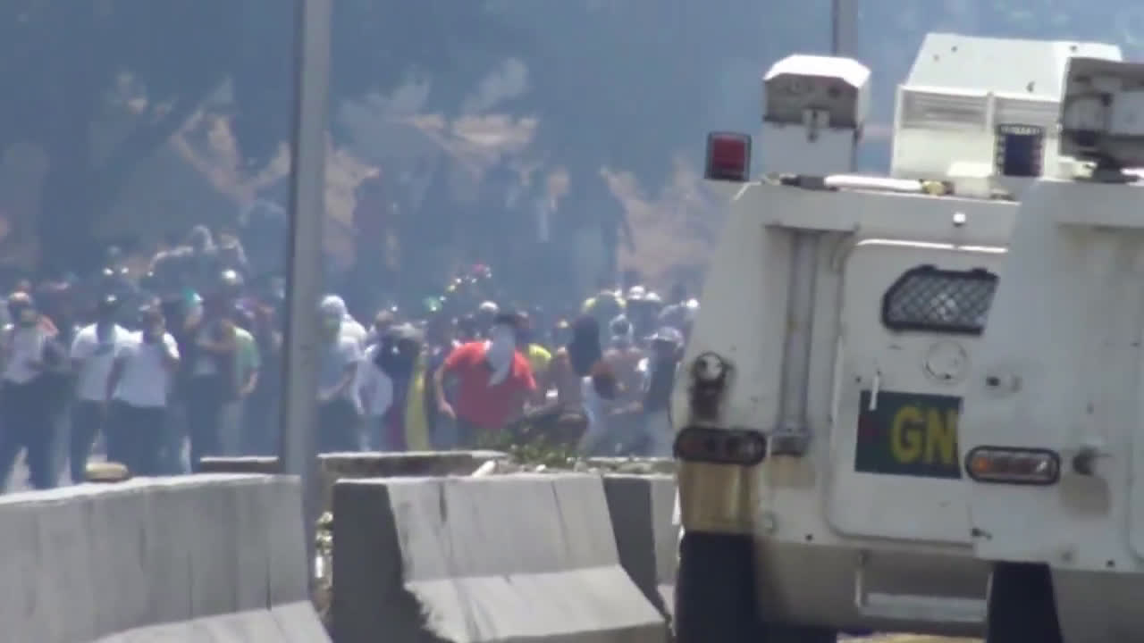 Venezuela: Protesters run over by armoured vehicles during pro-Guaido protest