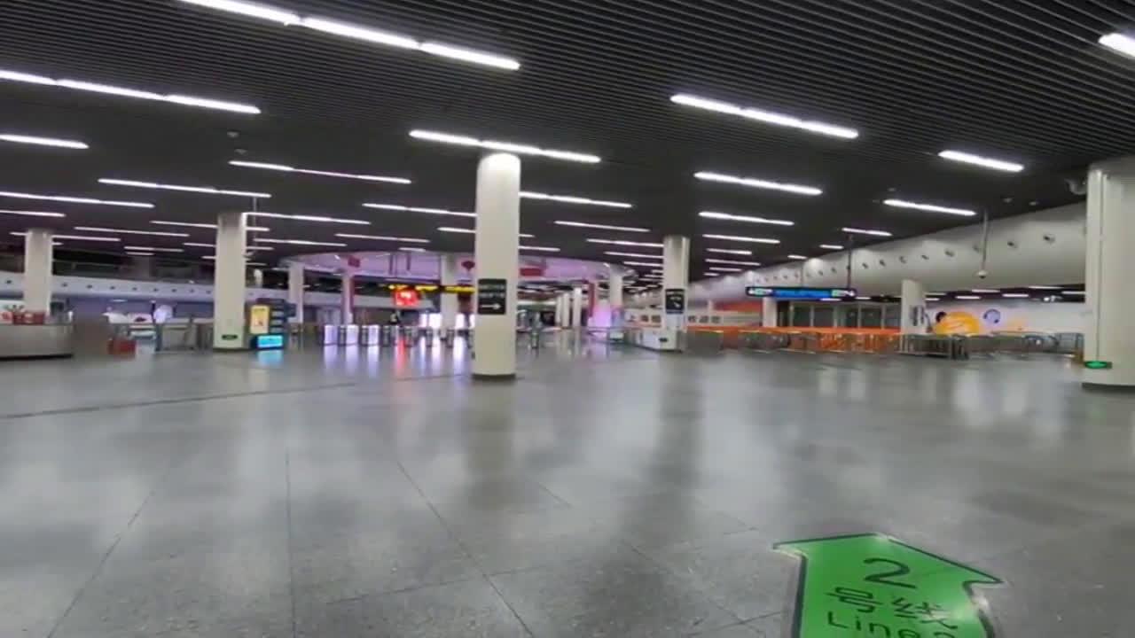 China: Shanghai train station stands empty amid coronavirus outbreak
