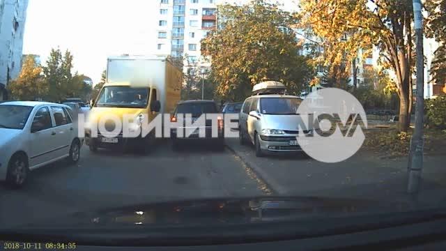 АГРЕСИЯ НА ПЪТЯ: Шофьор се нахвърли с юмруци върху мъж в София