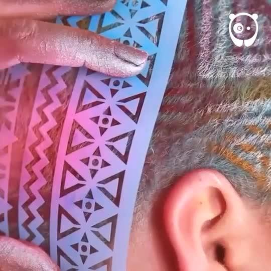 НЕПОВТОРИМ СТИЛ: Цветни принтове върху коси