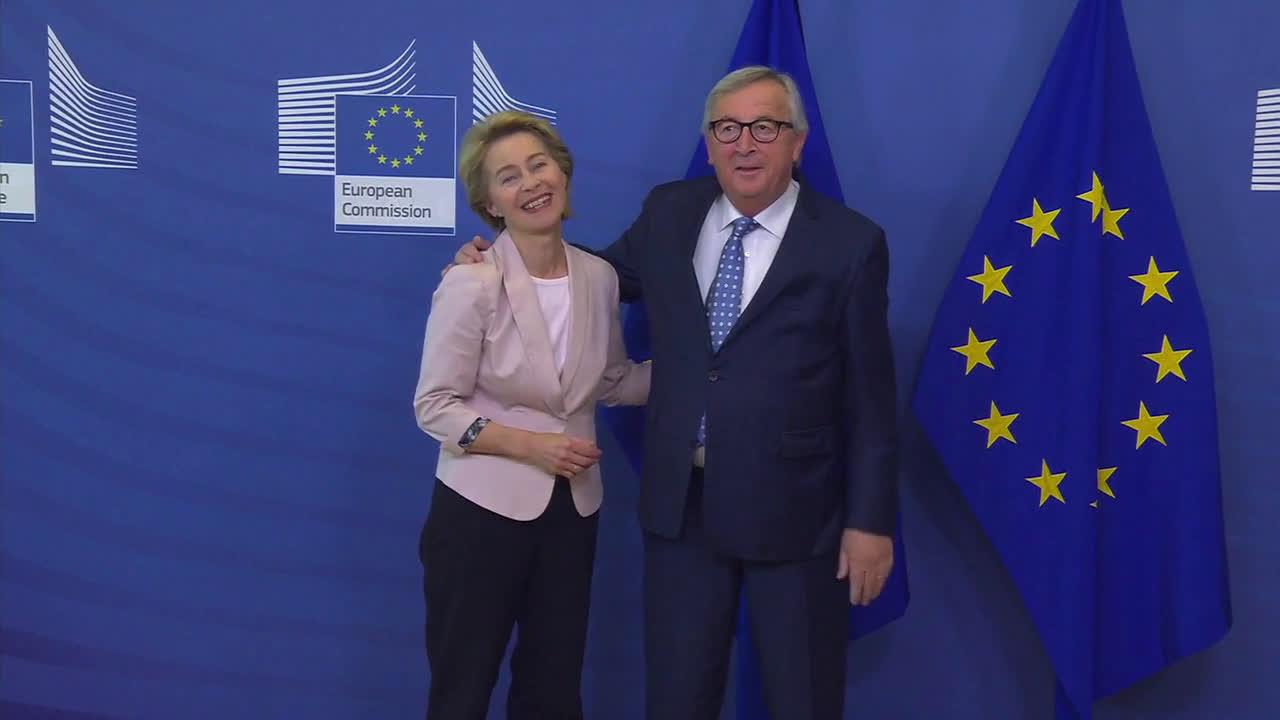 Belgium: \'Bye-bye! Juncker meets with von der Leyen at European Commission